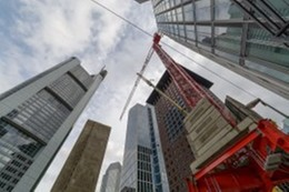 At Home in the Urban Jungle – Three WOLFF Cranes at the OMNITURM in Frankfurt's Banking District