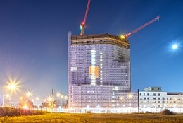 Freestanding WOLFF cranes build high-rise medical services and apartment building in Dusseldorf