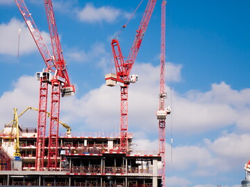 Five WOLFF tower cranes on build-to rent Nine Elms development
