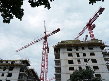 Five WOLFF cranes at the Donaumarina residential complex